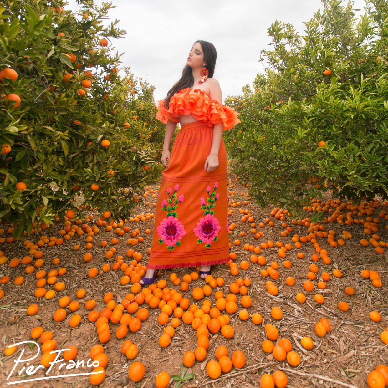Una foto más deÁngela H. con vestido rústico naranja de Pier Franco