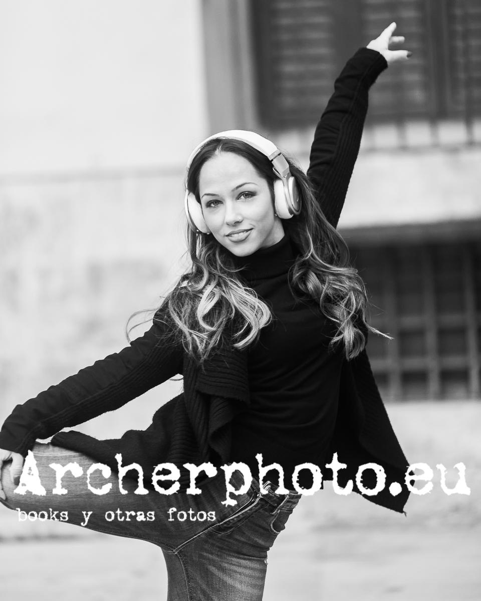 Andrea Vidaurre Dancing In The Street 2 - Fotografo