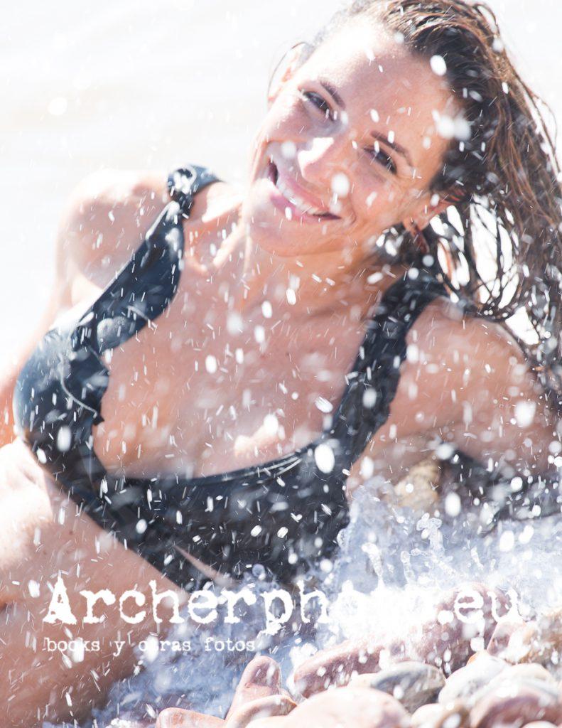 Laura, 2019 (1) in the beach. Retrato de Archerphoto, fotografos Valencia.