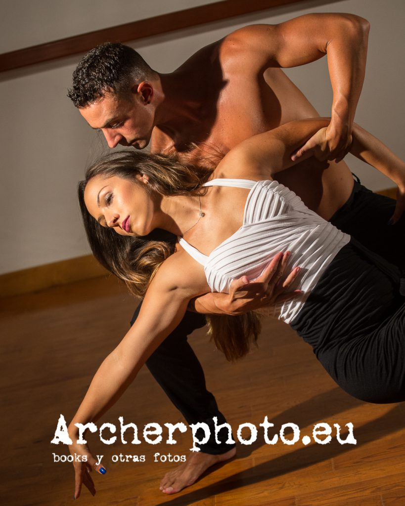 Andrea Vidaurre and Leandro Erni (1) bailando por Archerphoto, fotógrafo profesional en Valencia