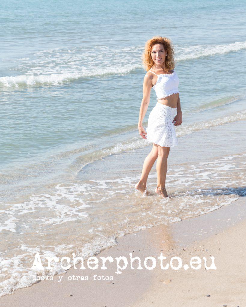 Eva, 2019 (3) en la playa. Foto de Archerphoto, fotografos Valencia.