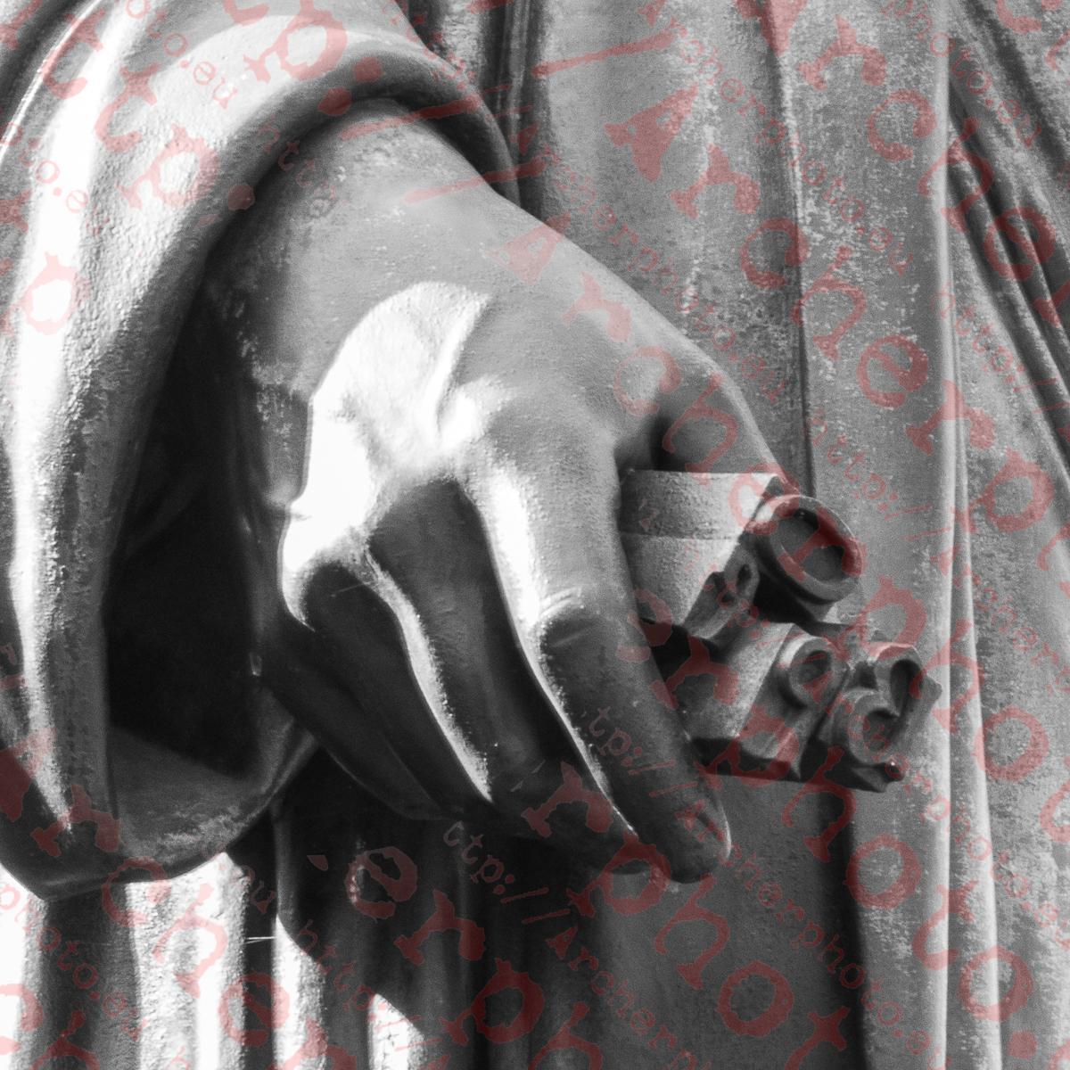 Mano de la estatua de Gutenberg, por Archerphoto, fotgrafo Valencia