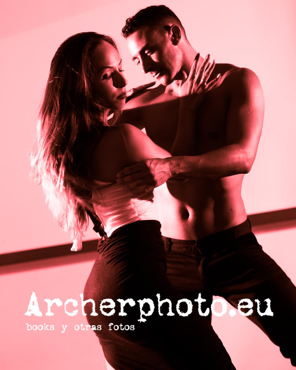 Andrea Vidaurre and Leandro Erni (4) bailando en València