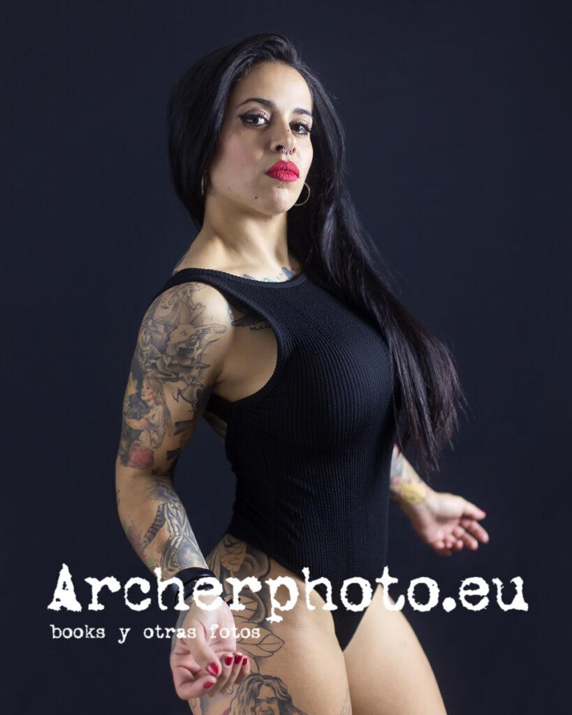 LissVonK666, 2020 (7), modelo tatuaje en estudio por Archerphoto, fotógrafo profesional