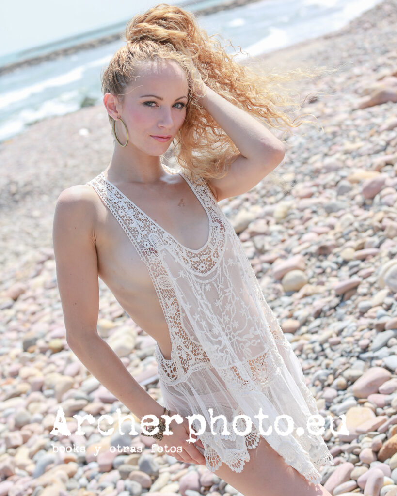 Rebeca, 2015 (8), retrato en la playa por Archerphoto, fotógrafo profesional València