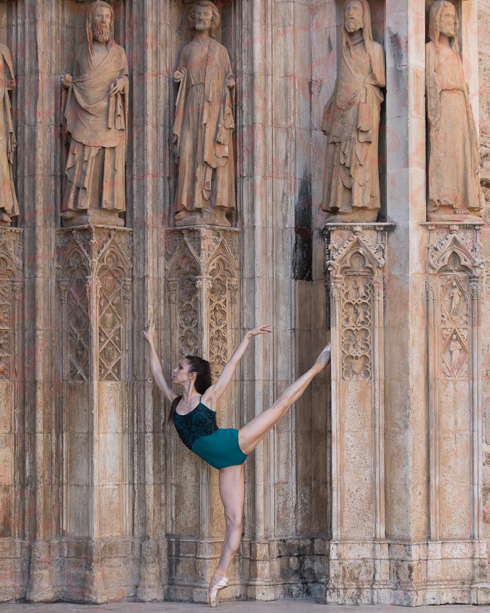 Ana Sophia Scheller en València por Archerphoto, fotógrafo profesional, portada gótica